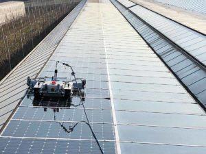 Pulizia serre fotovoltaiche con Robot
